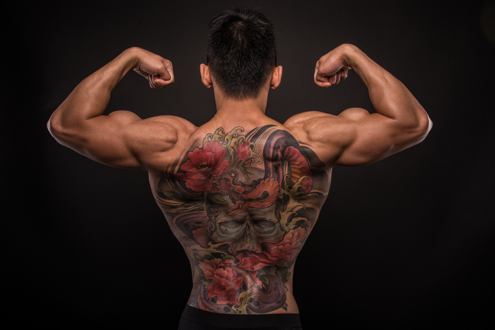 Tattoos Im Schwimmbad Gateway To Business With Japan